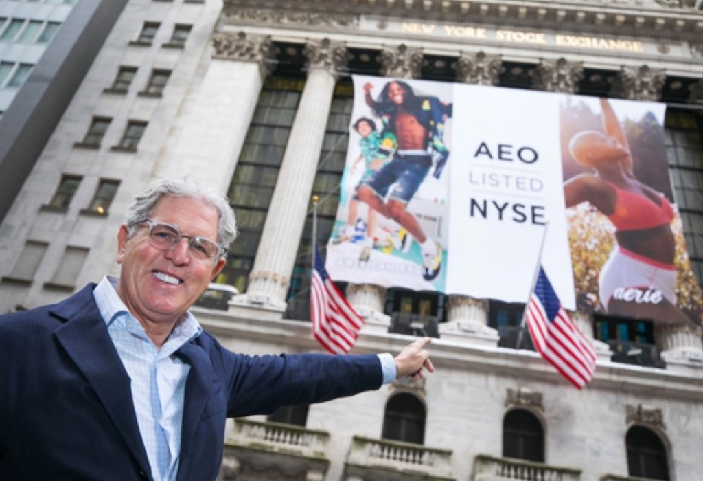Jay Schottenstein attends closing day with AEO in NYC.